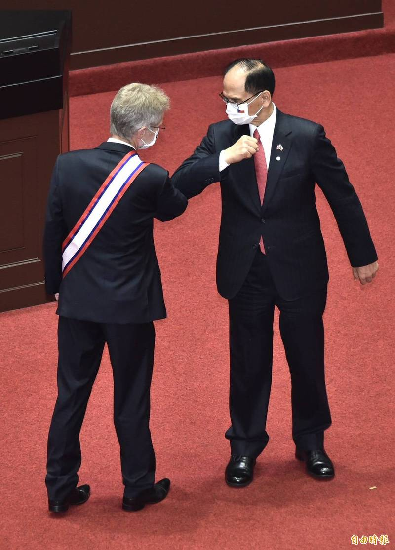 游錫堃表示,韋德齊這次在中共戰狼外交威逼利誘下,堅持捍衛國家主權與尊嚴,勇敢率團蒞台訪問,體現捷克反壓迫、不畏強權的精神。(記者塗建榮攝)