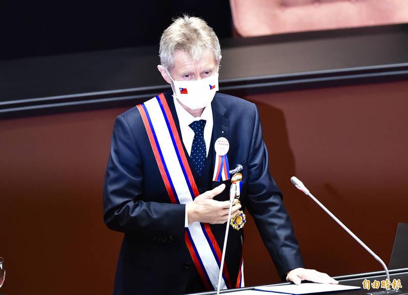 捷克國會參議長韋德齊今日率團訪問立法院並發表演說,以「我是台灣人」作結尾,獲全場喝采。(記者塗建榮攝)