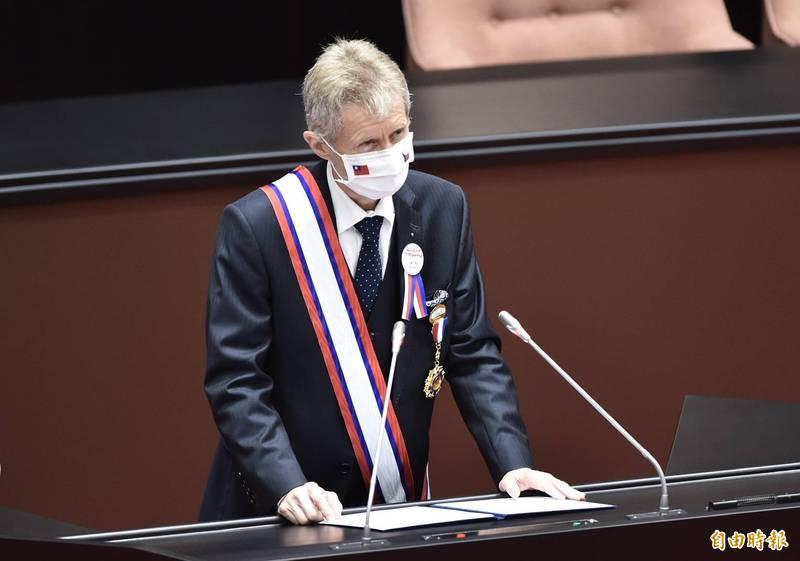 韋德齊立院演說中文喊「我是台灣人」 全場感動起立鼓掌