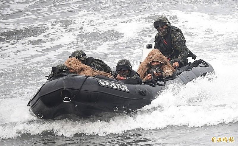 海軍陸戰隊左營軍區桃子園海灘操演膠舟翻覆事故,檢方完成調查報告。示意圖,與本事故無關。(資料照)