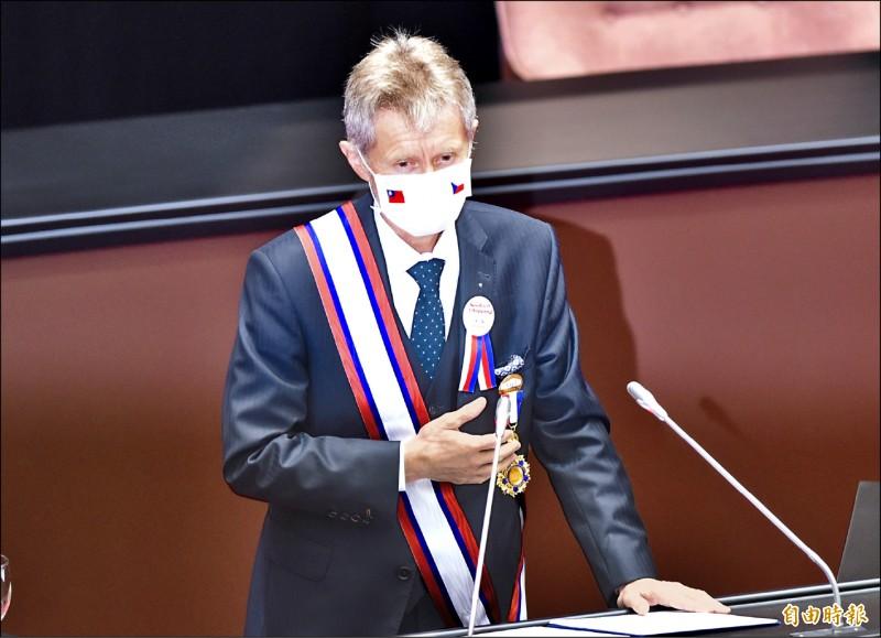 捷克參議院議長韋德齊昨日率團訪問立法院並發表演說,以「我是台灣人」作結尾,獲全場喝采。 (記者塗建榮攝)