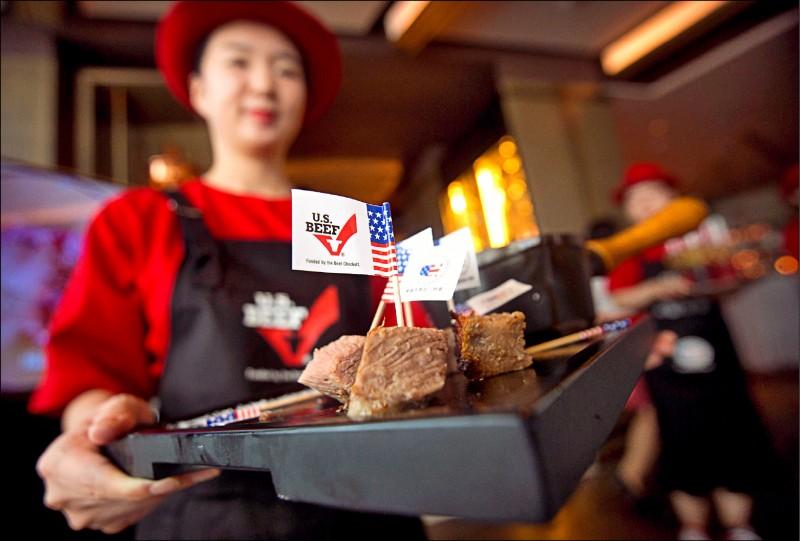 日本為了與美國達成貿易協定,已鬆綁美牛禁令。 (資料照,路透)