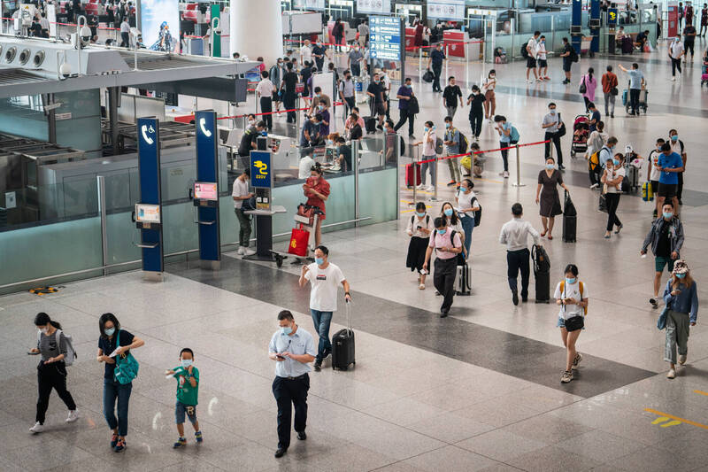 中國將在本月3日起復航8個國家直航北京的航班。圖為中國北京國際機場一景。(彭博)