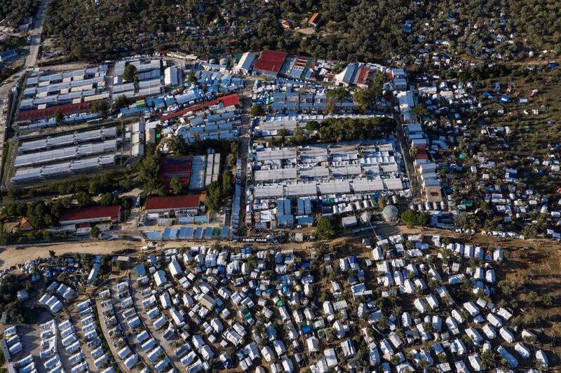 希臘列斯伏斯島上的最大難民營「摩利亞難民營」出現首例武漢肺炎確診病例。(法新社)