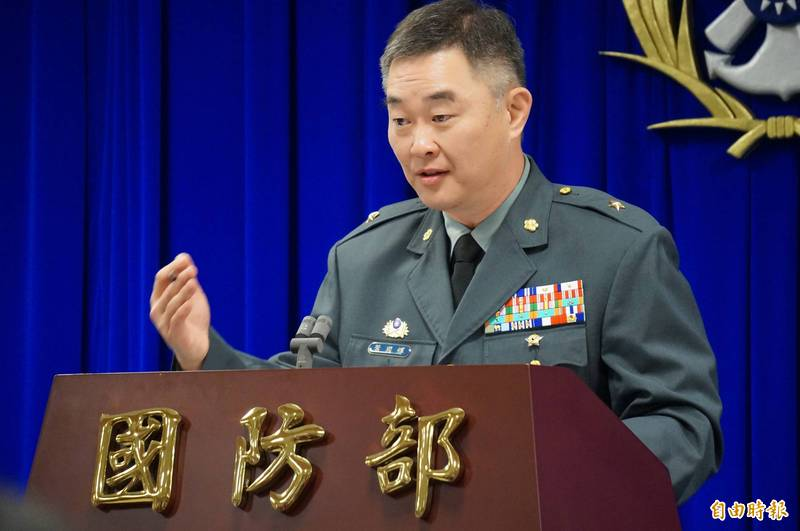 國防部作計次長葉國輝(見圖)中將今日在國防部臨時記者會中表示,國軍能夠掌握共軍動態,並已完成各項應處計畫,也會依照敵情進行滾動式修正。(資料照)