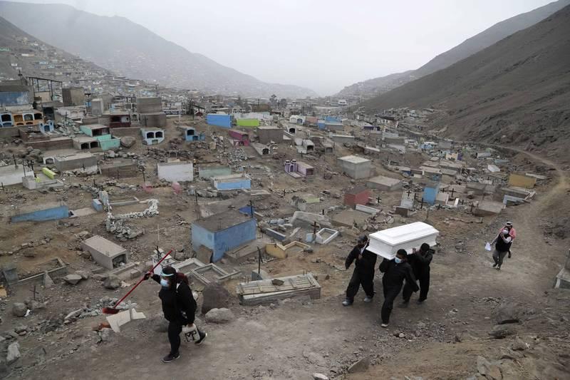 秘魯武漢肺炎死亡率為全球最高,每天有將近200人死亡。(美聯社)