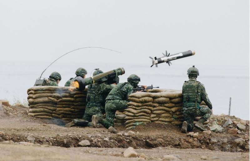 陸軍現役標槍飛彈系統老舊,軍方向美採購新型標槍飛彈系統及飛彈,以維持反裝甲部隊戰力。(圖:軍聞社提供)