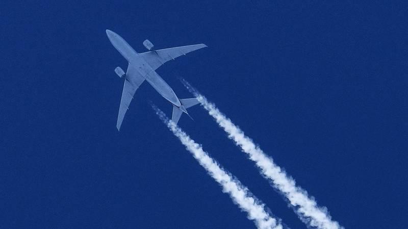 美國2架客機的機長在週日目擊1個穿著噴氣背包的人與客機擦肩而過。客機示意圖。(美聯社檔案照)
