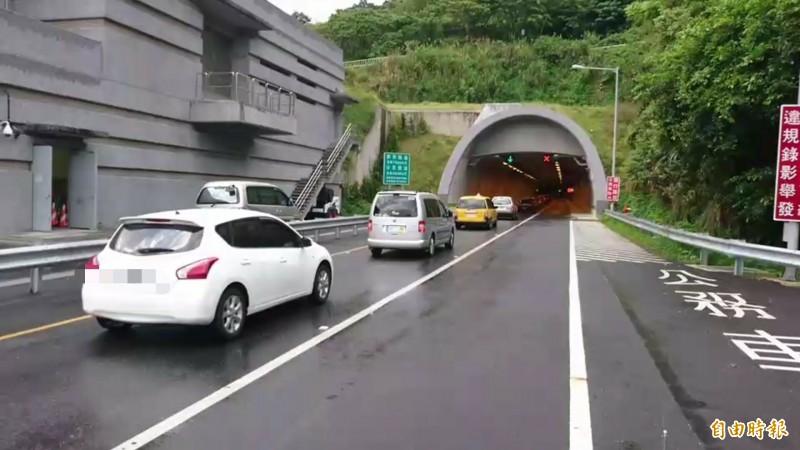 蘇花改只有一線道,公路總局希望3天以上的長假期,右側救援車道,作為大客車優先道。(資料照)
