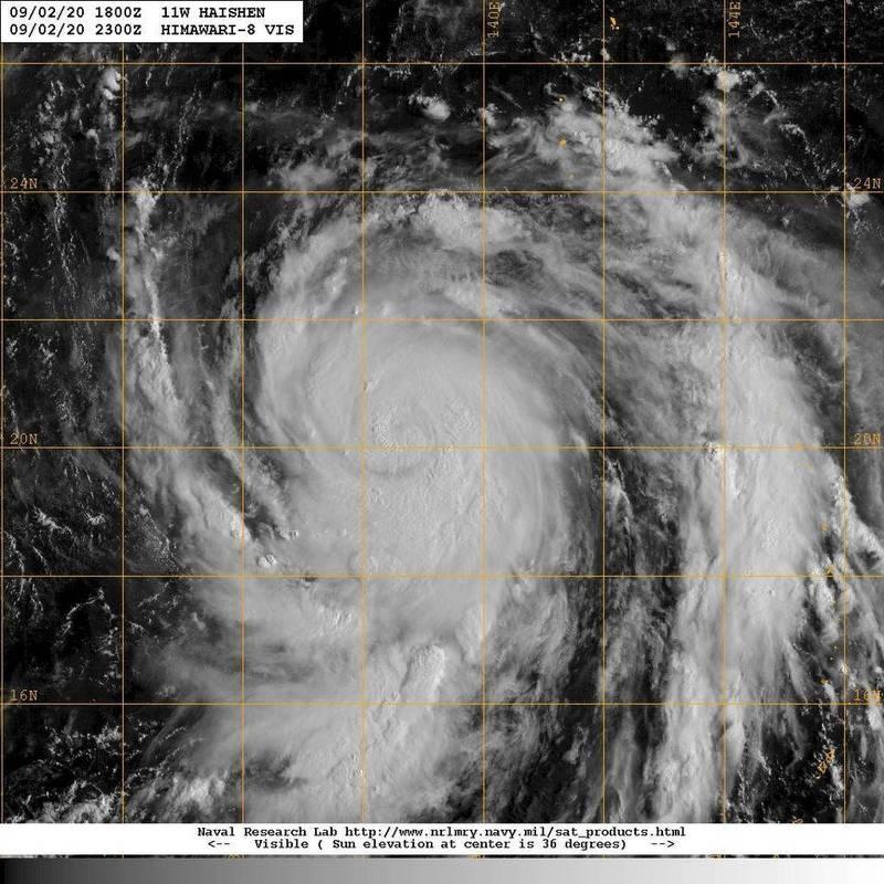 針對目前位於台灣東南方1900公里的海神颱風,氣象局長鄭明典今上午在臉書指出,海神目前還在持續增強,整個環流雲系已超過10個經度和緯度的範圍。(圖擷自臉書)