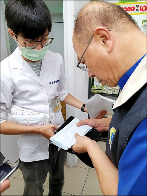 藥局表示已將疑似中國製口罩下架未販售。(消保官提供)
