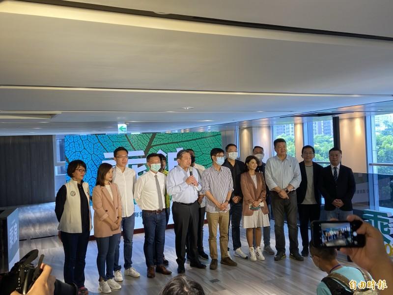 民進黨新興派系「湧言會」於高雄舉辦青年營隊,核心成員首次公開亮相。(記者楊淳卉攝)