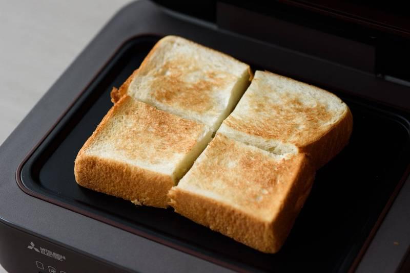 日本千葉縣印西市9所市立國中午餐的蛋沙拉麵包發霉,將近有600人吃下肚。日本麵包示意圖,與本新聞無關。(彭博)