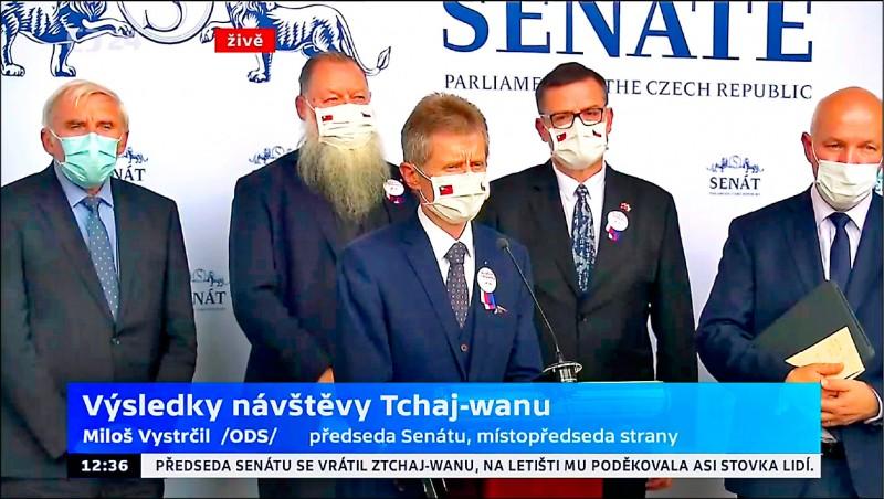 捷克參議院議長韋德齊昨返抵捷克,召開記者會表示將與政府各部會分享訪台成果。(取自韋德齊臉書)