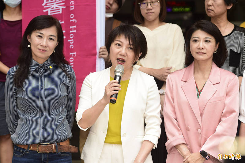 立委范雲(中)PO文批評國民黨的新兩岸論述。(資料照)