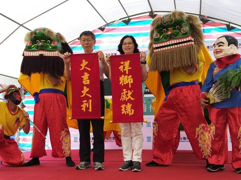 外傳國民黨立委蔣萬安準備參選2022台北市長;對此,台北市長、台灣民眾黨主席柯文哲(左)表示,「不讀書專想考試也沒用,先乖乖準備讀書」。(記者廖雪茹攝)