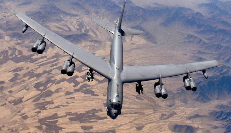 美軍3架B-52轟炸機在黑海上被8架俄軍戰機攔截。(路透)