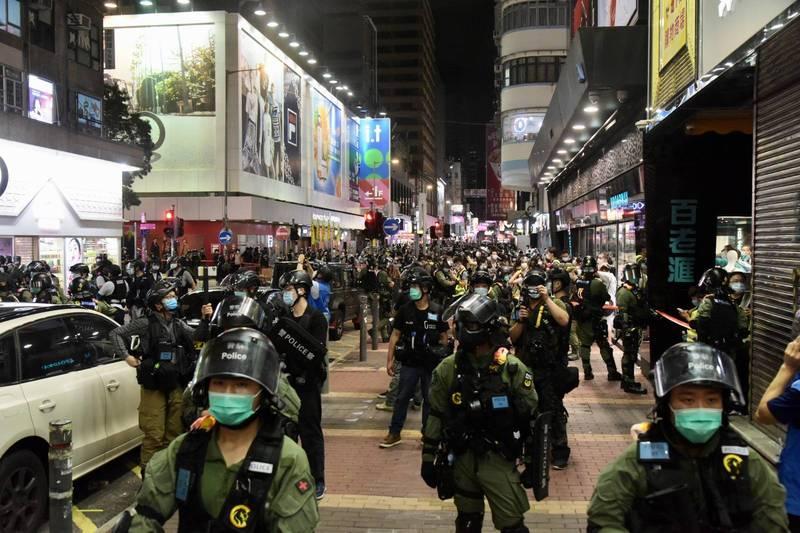 香港今舉行「和勇九龍大遊行」,截至晚上9時,至少289人被捕,其中270人涉非法集結。(圖擷取自香港警察臉書)