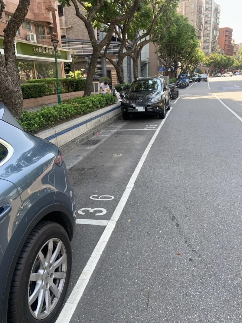 天母地區1935格收費汽車格位即日起規畫為智慧停車收費區。(圖由交通局提供)