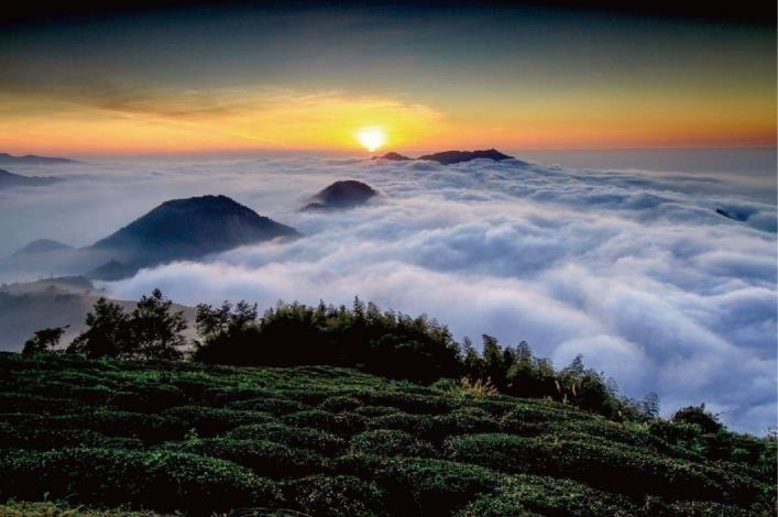 雲嶺之丘可欣賞到美麗的雲海。(記者詹士弘翻攝)