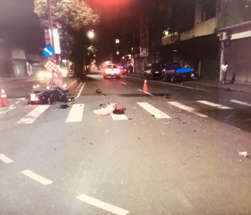 仁愛鄉16歲葉姓高中生酒後無照騎機車闖紅燈,於埔里鎮中正、信義路口與皮卡發生碰撞,導致重傷昏迷。(民眾提供)