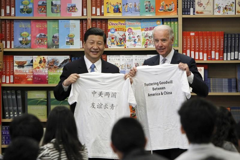 習近平2012年還是中國國家副主席時,接待來訪的美國副總統拜登。(美聯社檔案照)