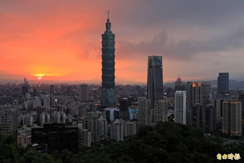 近日有南韓網友來台旅遊後,在網站上發表對台灣的看法,形容台灣市容很落後如同「貧民村」、街道充滿了日韓文化,以及台灣女生不夠漂亮等,引發台灣網友砲轟。圖為台北101。(資料照)