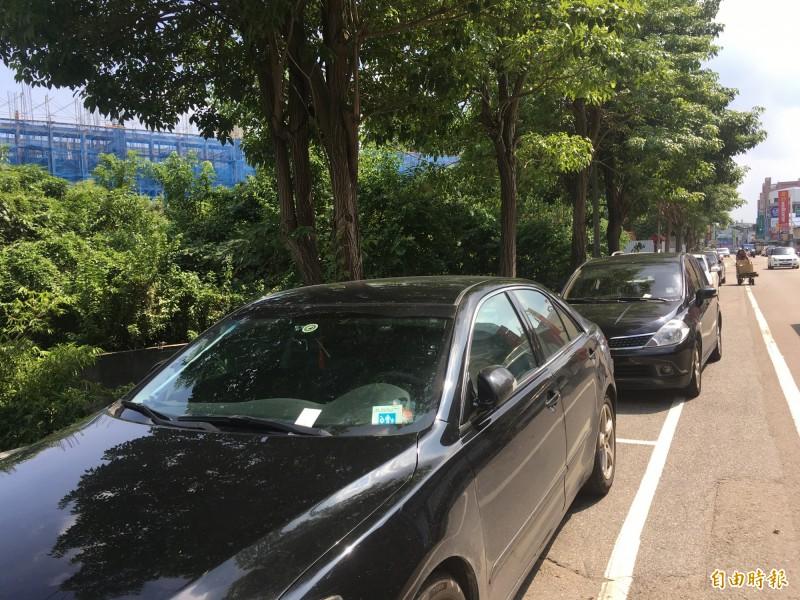 頭份市路邊停車收費,即起起正式開通4大超商多媒體機補單繳費服務,10月1日起則啟用街口支付、LINE PAY等行動支付代收。(記者鄭名翔攝)