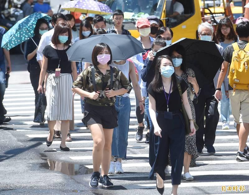 中央氣象局指出,今天(8日)天氣晴朗炎熱,中午前後嘉義市地區,彰化縣、雲林縣、台南市、高雄市近山區或河谷高溫超過36度。(資料照)