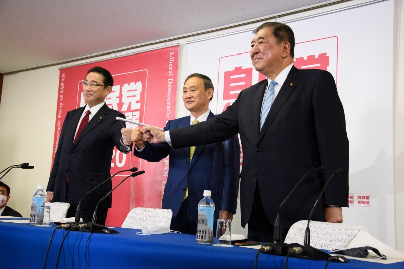 日本自民黨總裁選舉公告 菅義偉佔優勢 岸田、石破爭第二