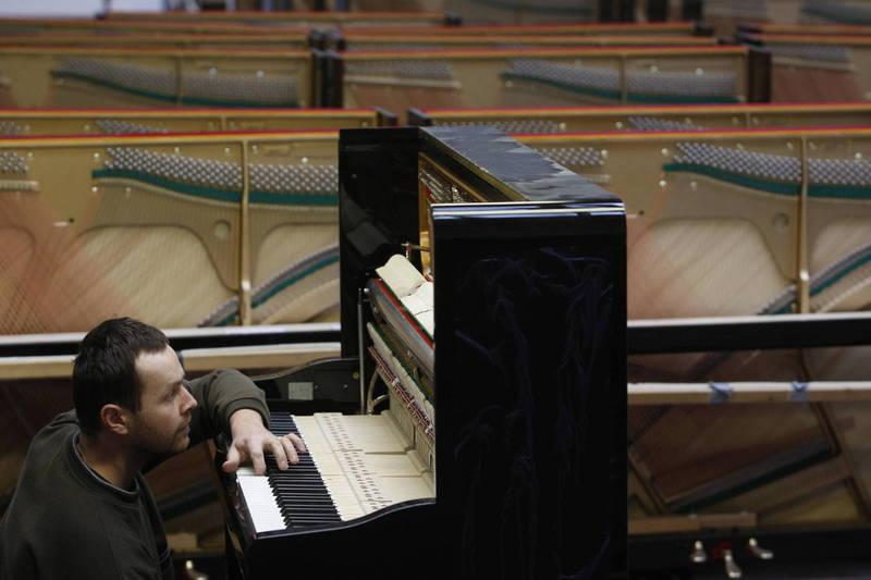 捷克鋼琴製造商佩卓夫(Petrof)以嚴格的手工製造而聞名,使價格遠高於平均水準,近年來每年生產大約7000架鋼琴,其中大部分用於出口,中國市場佔總銷量的35%。(法新社資料照)