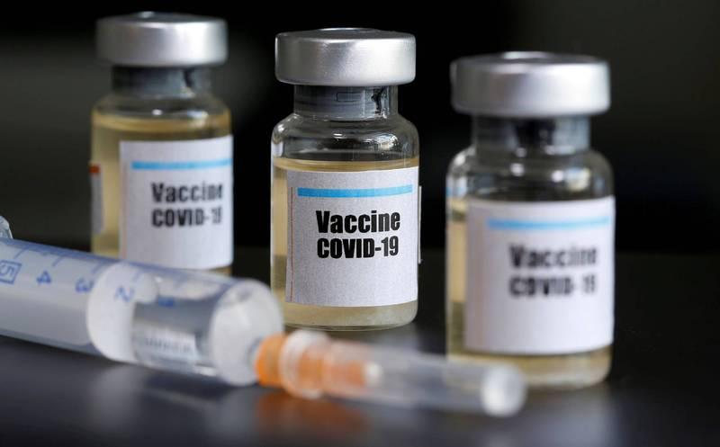 阿斯利康與牛津大學合作的疫苗正進行第三階段測試,因一名受測者出現「無法解釋的症狀」,決定暫停測試。(路透)