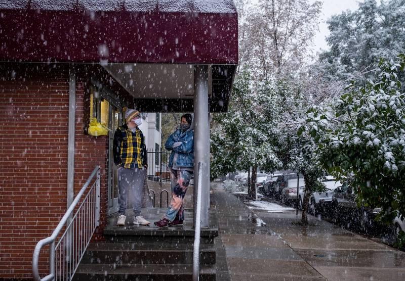 美國科羅拉多州48小時內出現37度高溫和降雪。(法新社)