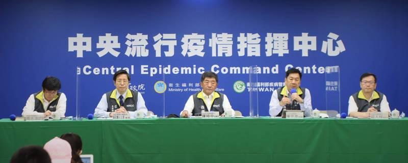中央流行疫情指揮中心指揮官陳時中表示,考量授權製造可能會影響台灣疫苗產能,因此目前疫苗政策方向轉向國外預購、國內扶植廠商為主。(指揮中心提供)