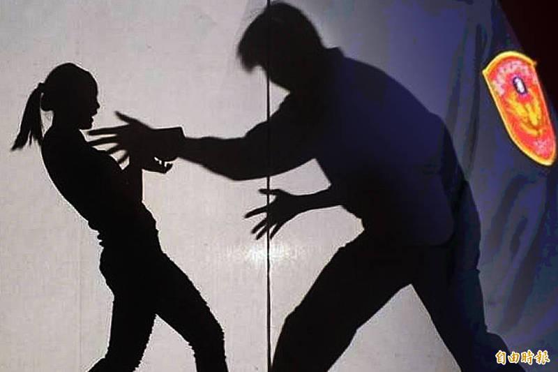 南投縣某高中驚傳男學生性侵女同學,並自稱父親是警察借勢威脅,還將過程拍照向其他同學炫耀;警方強調,四月已受理報案,目前由法院審理中,絕未偏袒護短。(情境照)