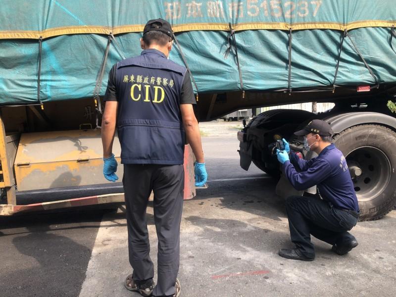 警方連夜破案逮兩疑車採證。(記者蔡宗憲翻攝)