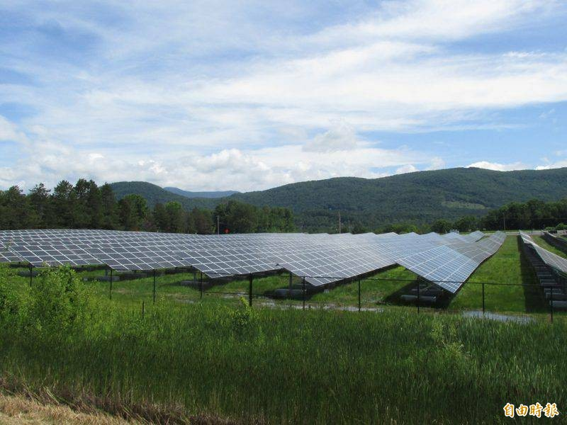 南台灣「日輻射量」充足,縣市政府力促能源轉型。(記者黃旭磊攝)