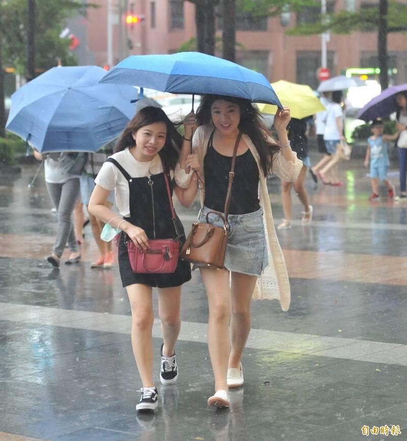 許多民眾關心颱風季是不是已經過去,對此氣象專家彭啟明提醒,「9月仍是颱風旺季,是要注意最新的動態變化」。(資料照)