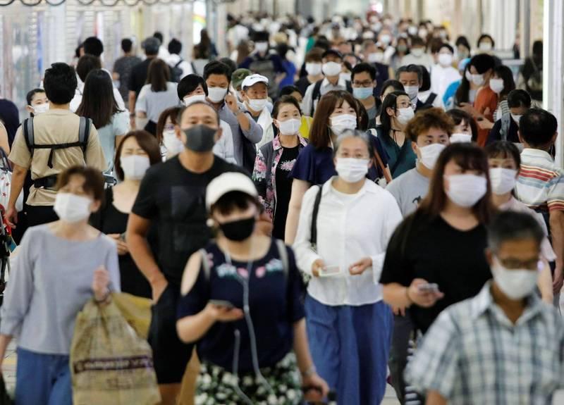 東京的疫情警戒等級,今天從原來最高級的「感染擴大中」降低一級為「有必要警戒感染再擴大」,日本政府也預定10月1日起將東京納入「GO TO Travel」(來去旅行)的適用地區。(路透)