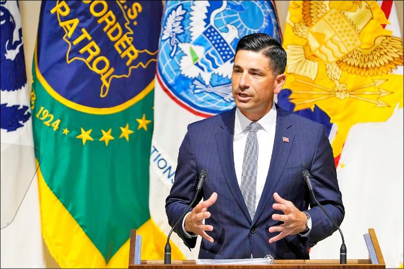 美國國土安全部代理部長沃爾夫,九日在該部位於華府的總部發表演說,其中諸多篇幅提及中國當前對美的威脅。 (美聯社)