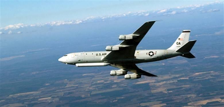 美軍1架E-8C指揮機昨被發現飛越台灣南方海域。(圖取自美國空軍)