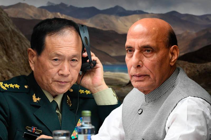 中印邊境局勢緊張,兩軍全副武裝戒備。左為中國國防部長魏鳳和,右為印度國防部長辛格。(美聯社,本報合成)