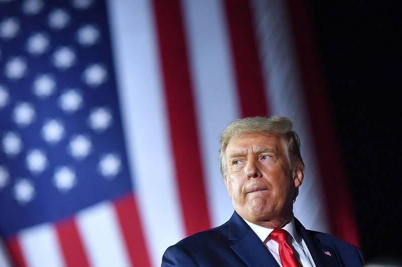 美國總統川普10日再強調淡化疫情是為了安定民心,並將自己比擬為二戰時期英國首相邱吉爾。(法新社)