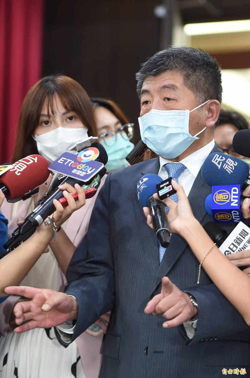 衛福部長陳時中12日赴台大醫學國際會議中心,參加EuroAsia 2020暨2020急重症聯合學術年會,並在會前受訪。 (記者劉信德攝)