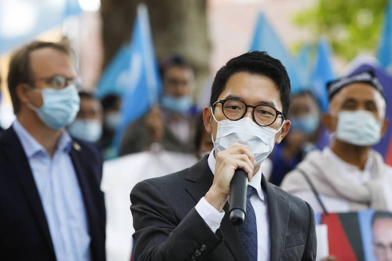 香港眾志創黨主席羅冠聰(見圖)指出,中國種種「反制」對捷克而言不痛不癢,非但沒有成效,這等「戰狼」姿態更會為下週的「習歐會」增加變數。圖為羅冠聰本月初赴德國進行國際線倡議工作。(路透)
