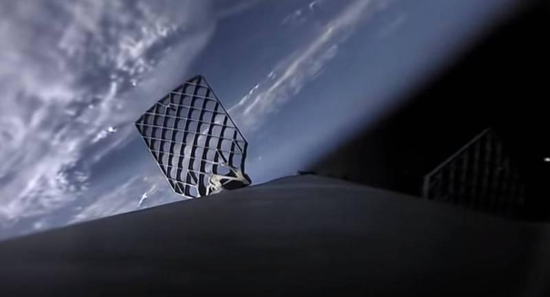 美國航太公司SpaceX推出「火箭視角」,將獵鷹9號運載火箭發射和降落的過程全都錄下來,讓大家親眼見證火箭如何回收。圖為火箭飛到外太空。(圖擷自「SpaceX」YouTube)
