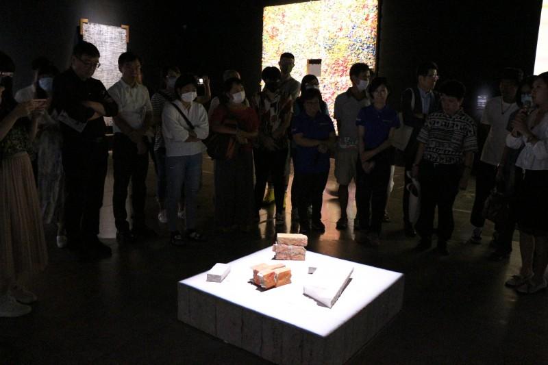 台東美術館推出「土字旁‧人字邊」台日韓藝術聯展。(記者黃明堂翻攝)