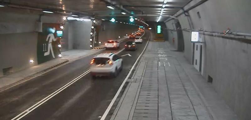 草埔隧道6月下旬已提昇速限,但暑假超速量仍爆增。(記者陳彥廷翻攝)
