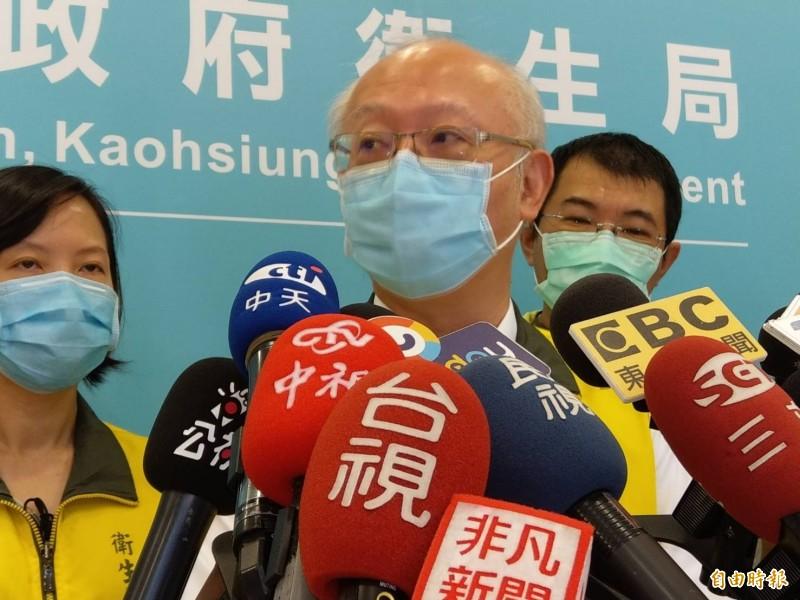 高雄女居家檢疫13天猝亡,高雄市衛生局長黃志中今開記者會說明。(記者方志賢攝)