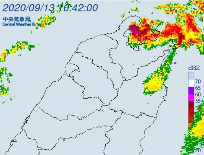 氣象局在上午10點53分發布大雷雨即時訊息,北士林、北投區有大雷雨發生。(圖擷自中央氣象局)